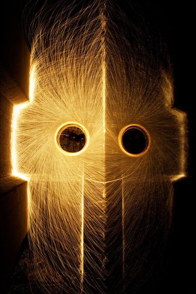Gli uomini di luce fotografati da Nicolas Rivals