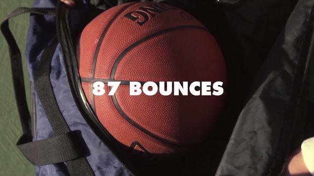 In questo video una palla da basket salta su 24 film diversi