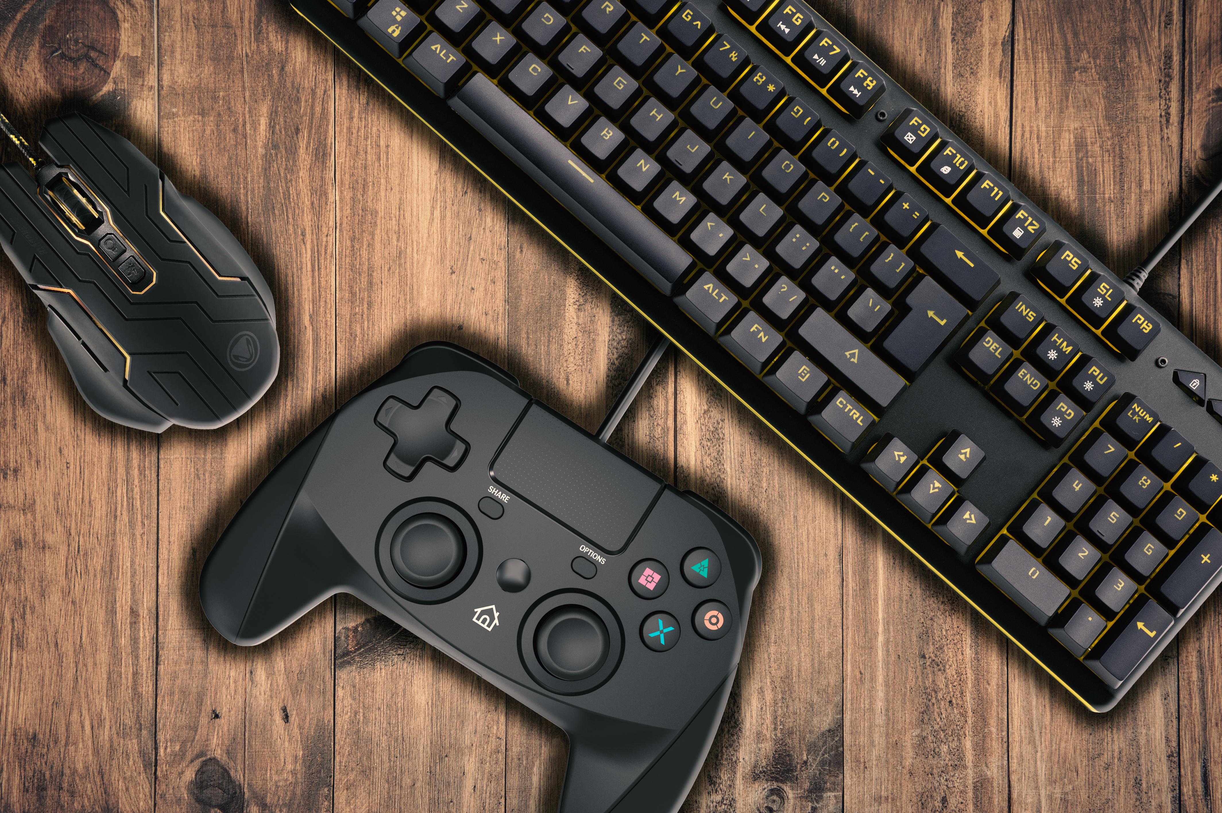 La nostra prova dei prodotti Snakebyte per il gaming su PC e Playstation 4