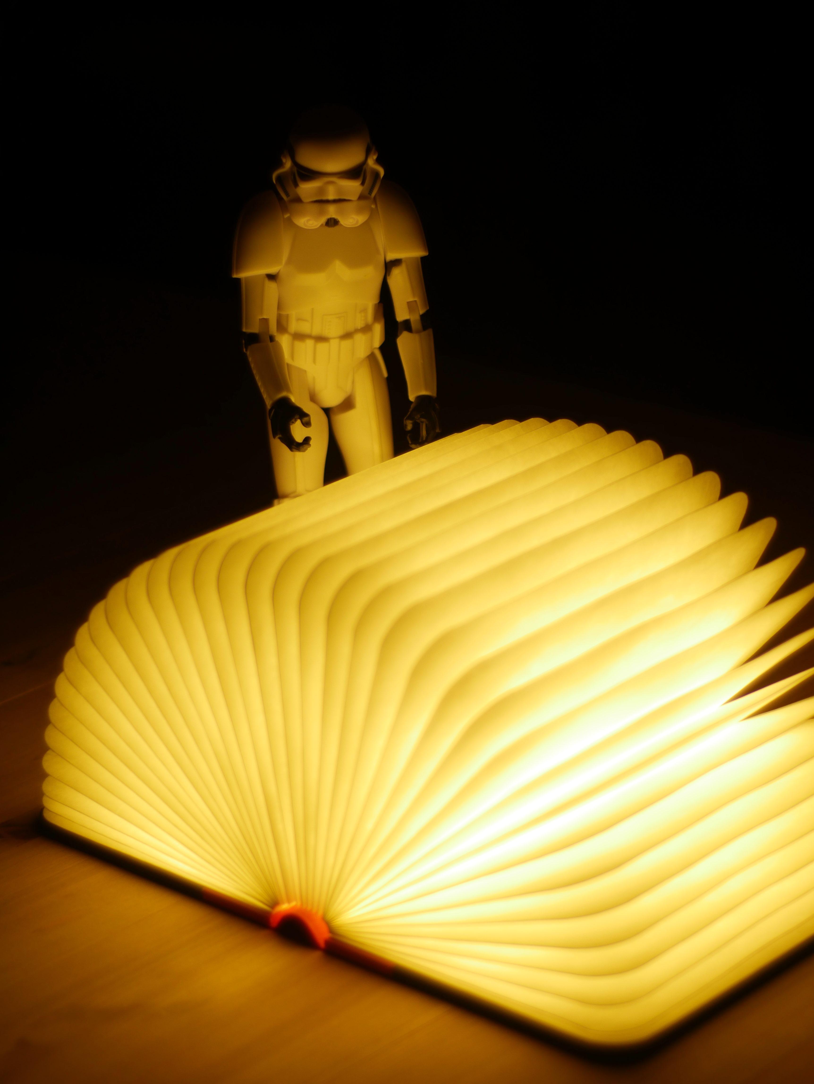 Lumio è la lampada a forma di libro che regala magie
